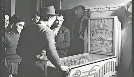 451912_playing-the-pinball-machine-at-the-steelworkers-serbian-club-in-aliquippa-pennsylvania_f